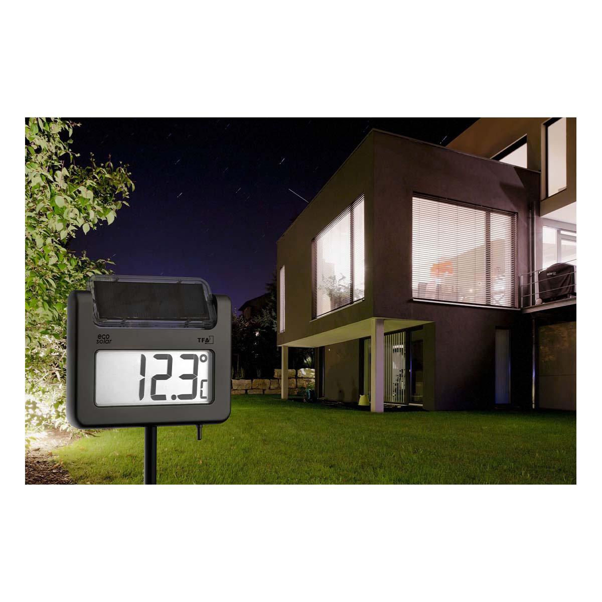 30-2026-digitales-gartenthermometer-mit-solarbeleuchtung-avenue-anwendung2-1200x1200px.jpg