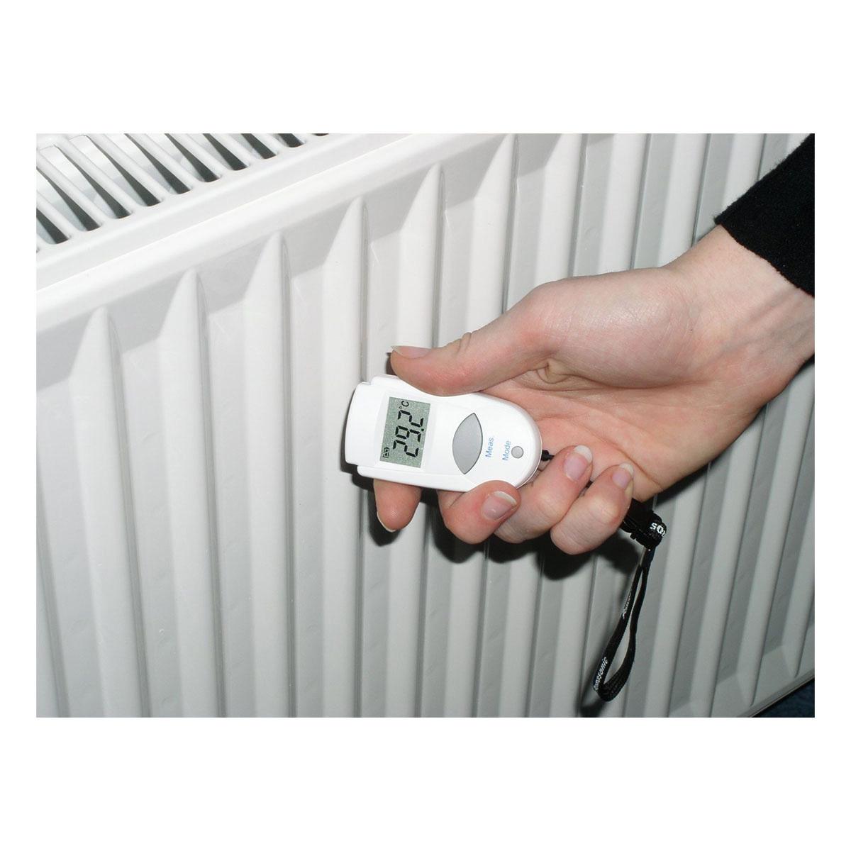 31-1108-infrarot-thermometer-mini-flash-anwendung5-1200x1200px.jpg
