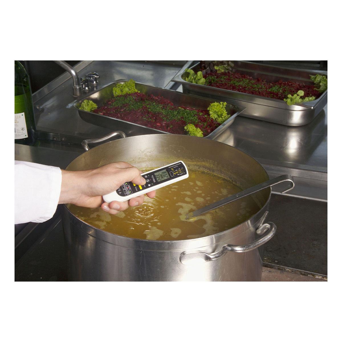 31-1119-k-digitales-einstich-infrarot-thermometer-dualtemp-pro-anwendung1-1200x1200px.jpg