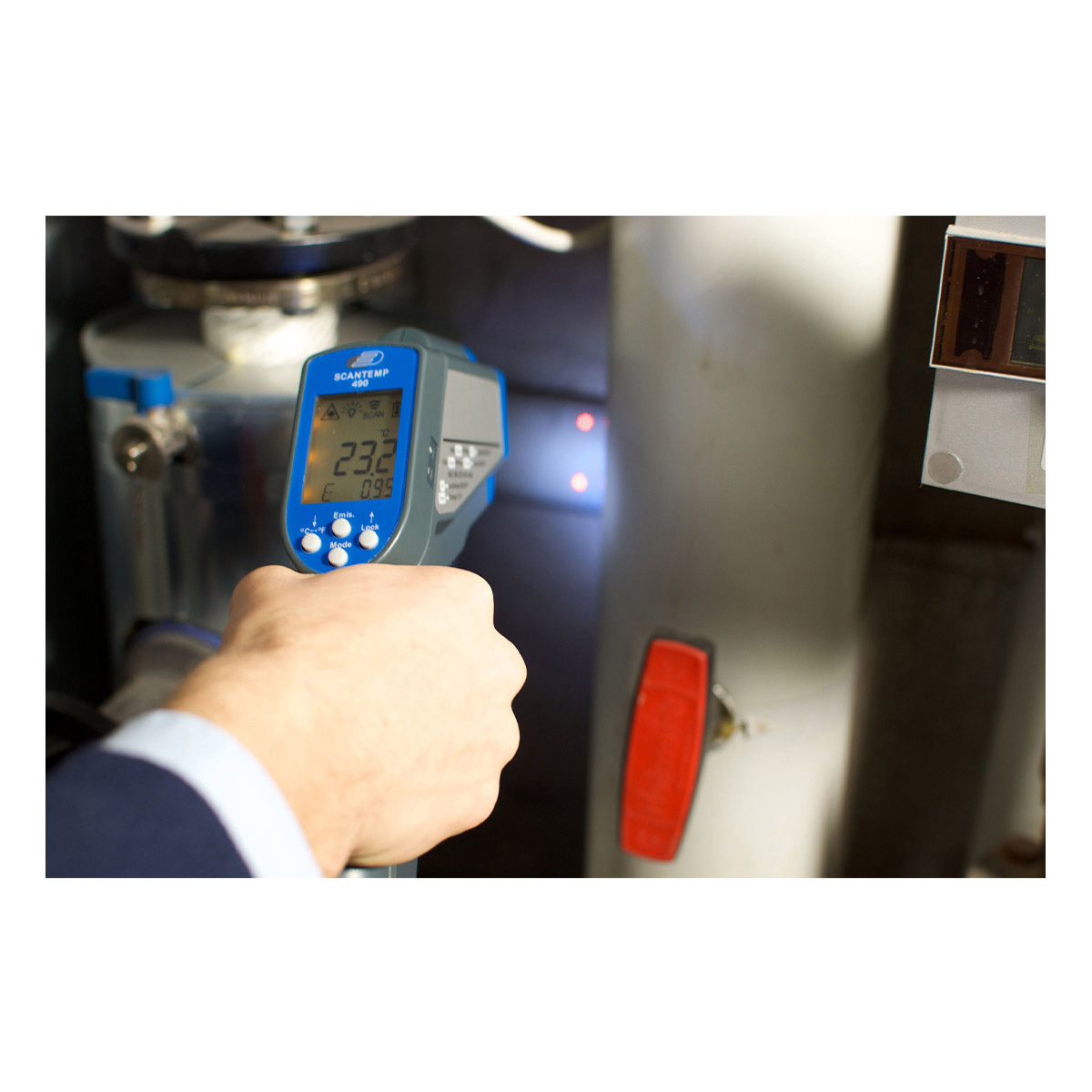 31-1123-k-infrarot-thermometer-scantemp-490-anwendung-1200x1200px.jpg