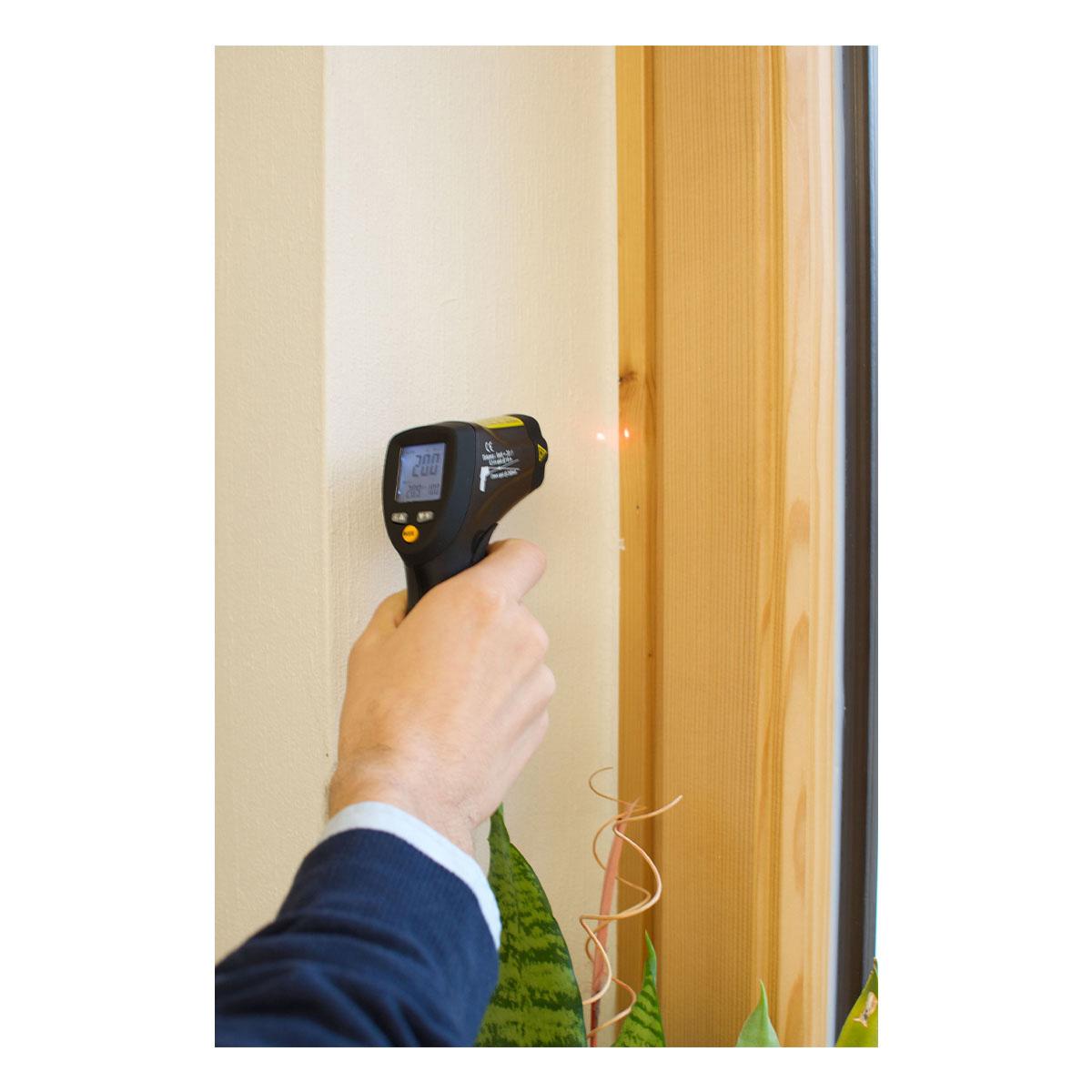 31-1124-infrarot-thermometer-scantemp-485-anwendung1-1200x1200px.jpg