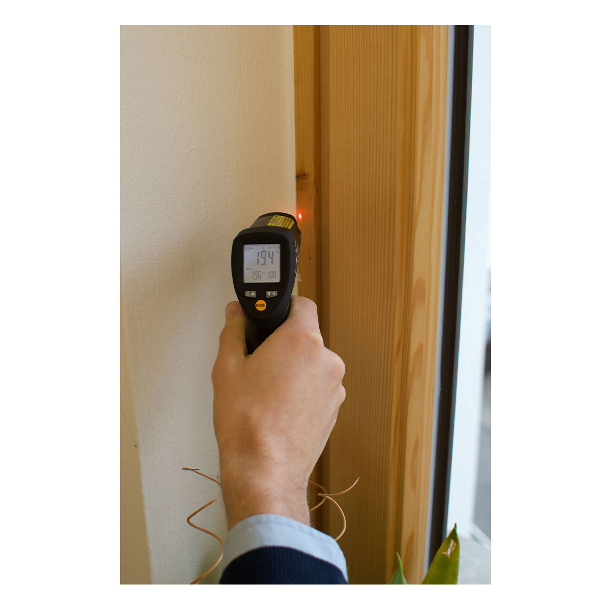 31-1124-infrarot-thermometer-scantemp-485-anwendung2-1200x1200px.jpg