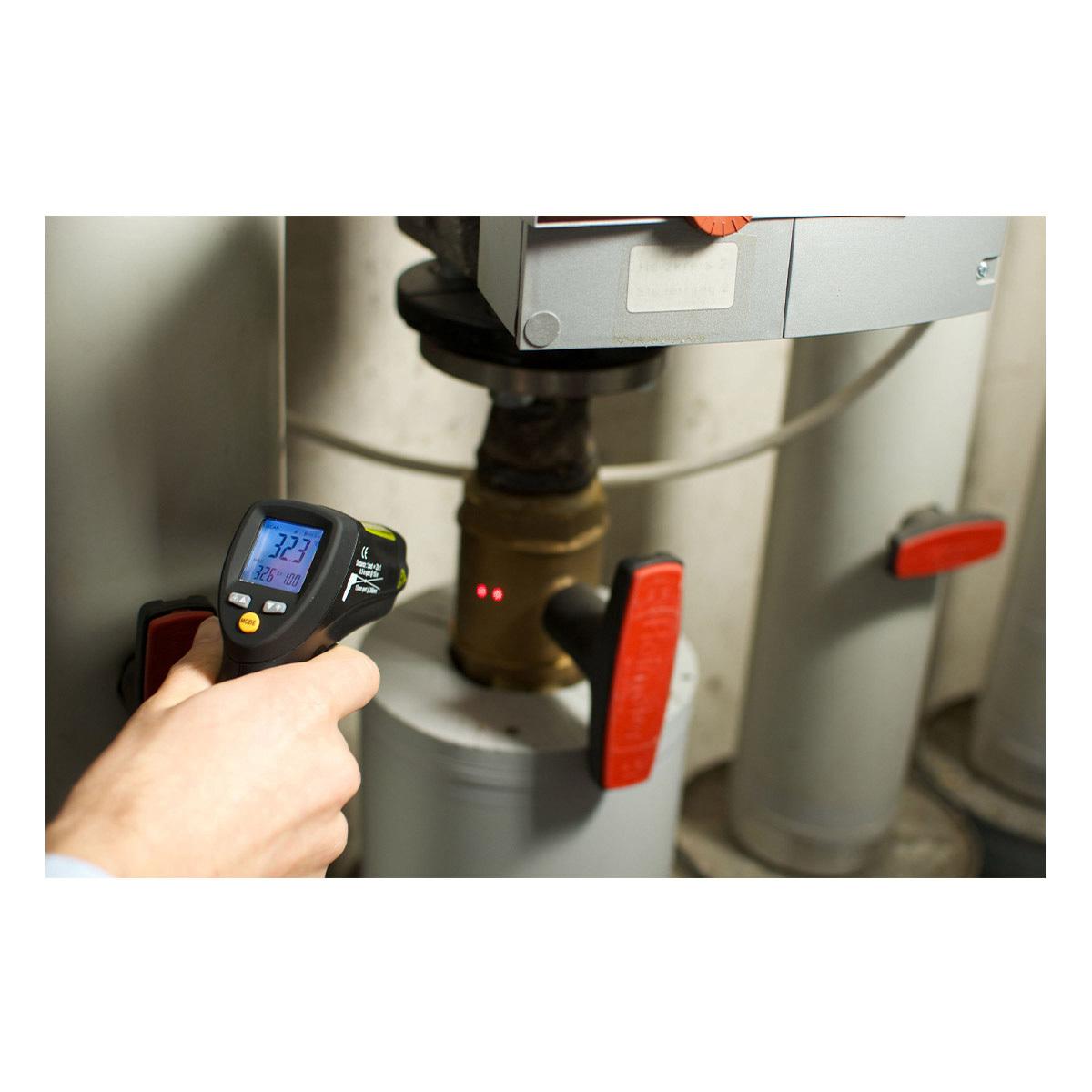 31-1124-infrarot-thermometer-scantemp-485-anwendung3-1200x1200px.jpg