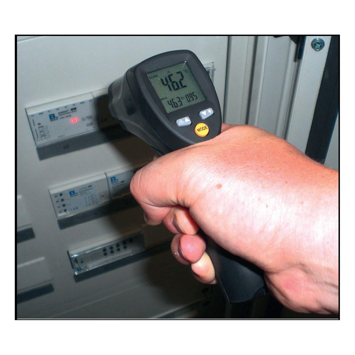 31-1124-infrarot-thermometer-scantemp-485-anwendung5-1200x1200px.jpg