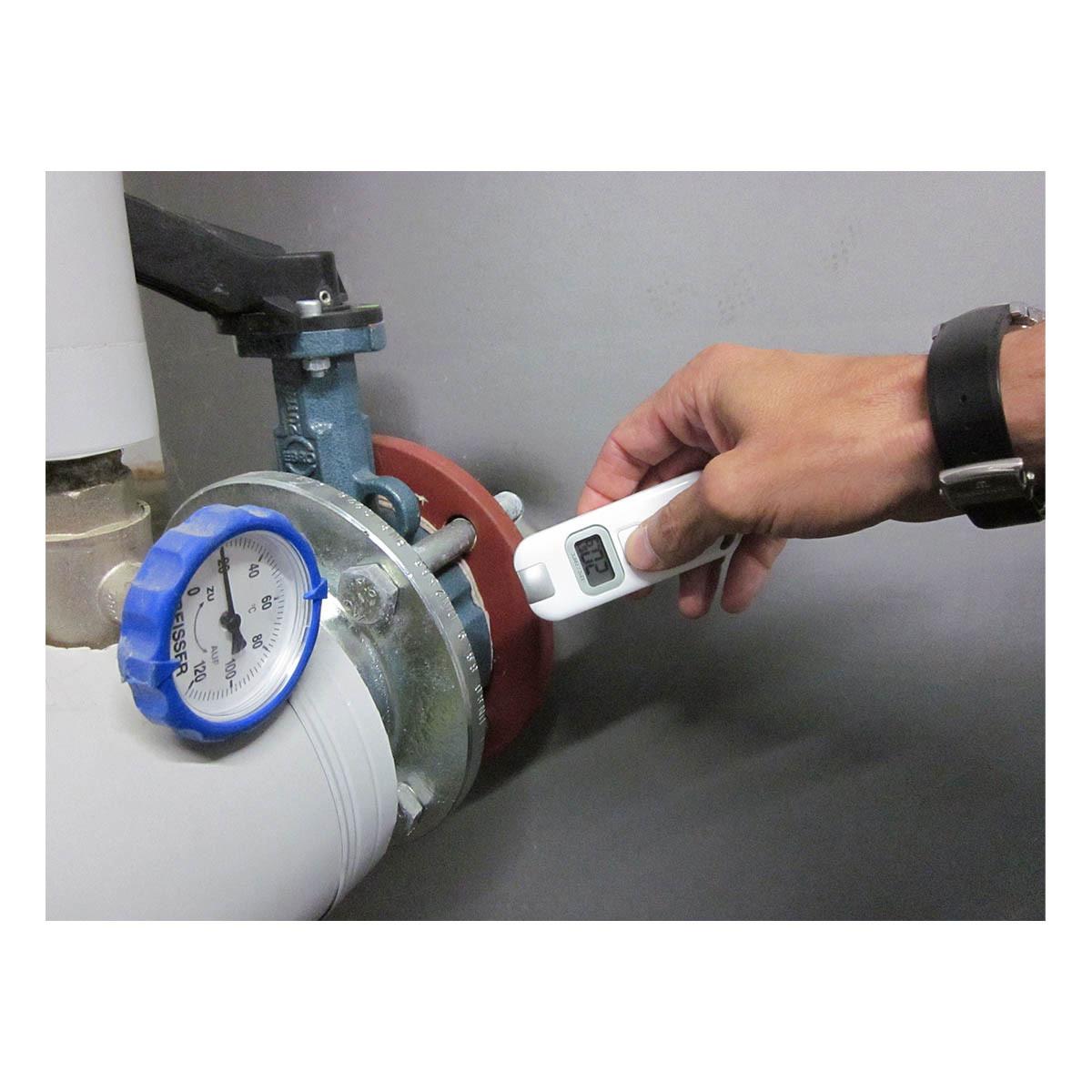 31-1128-infrarot-thermometer-slim-flash-anwendung1-1200x1200px.jpg