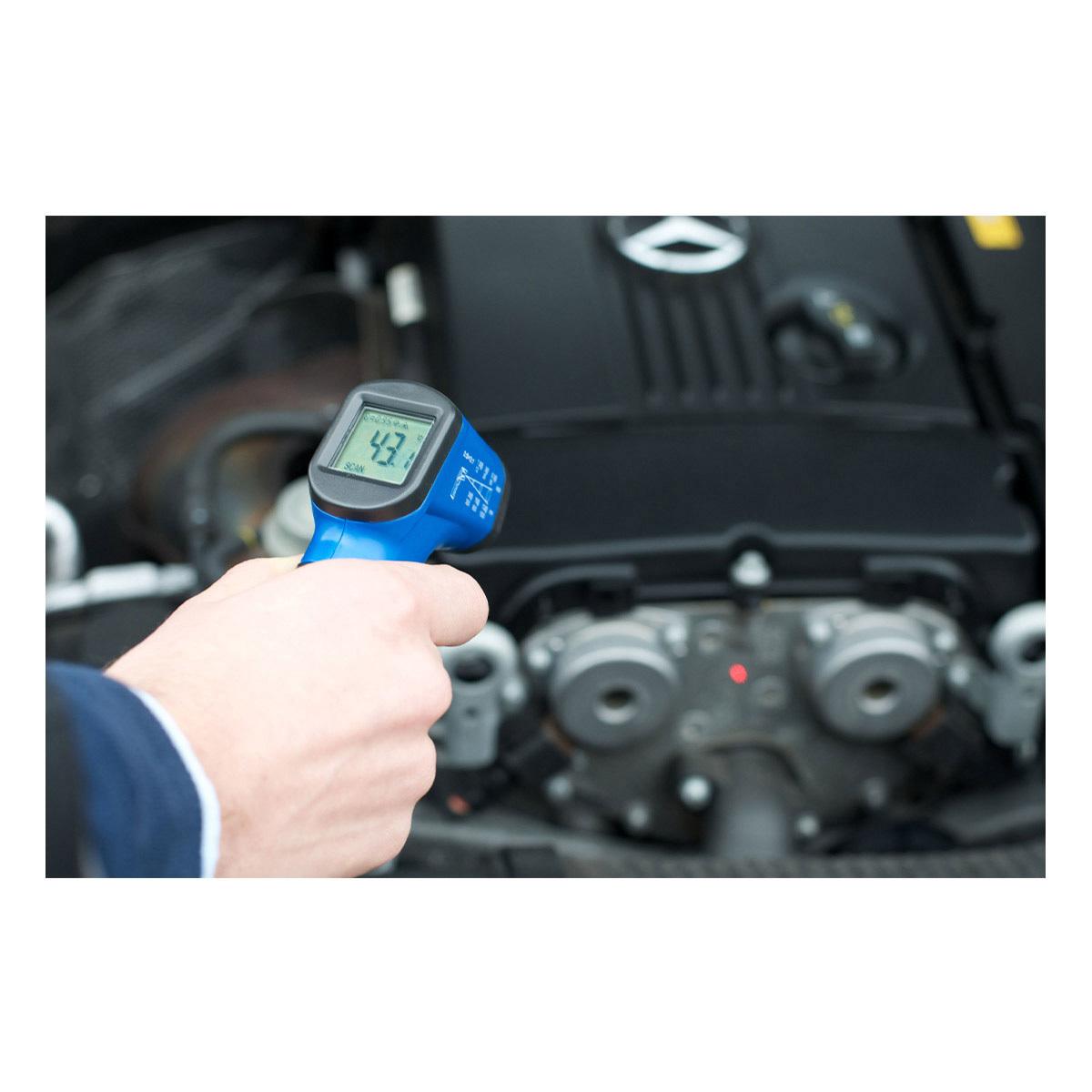 31-1134-06-infrarot-thermometer-scantemp-330-anwendung1-1200x1200px.jpg