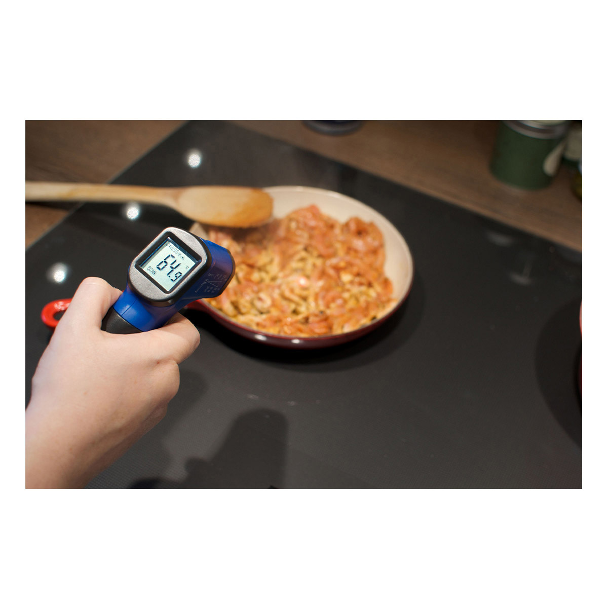 31-1134-06-infrarot-thermometer-scantemp-330-anwendung2-1200x1200px.jpg
