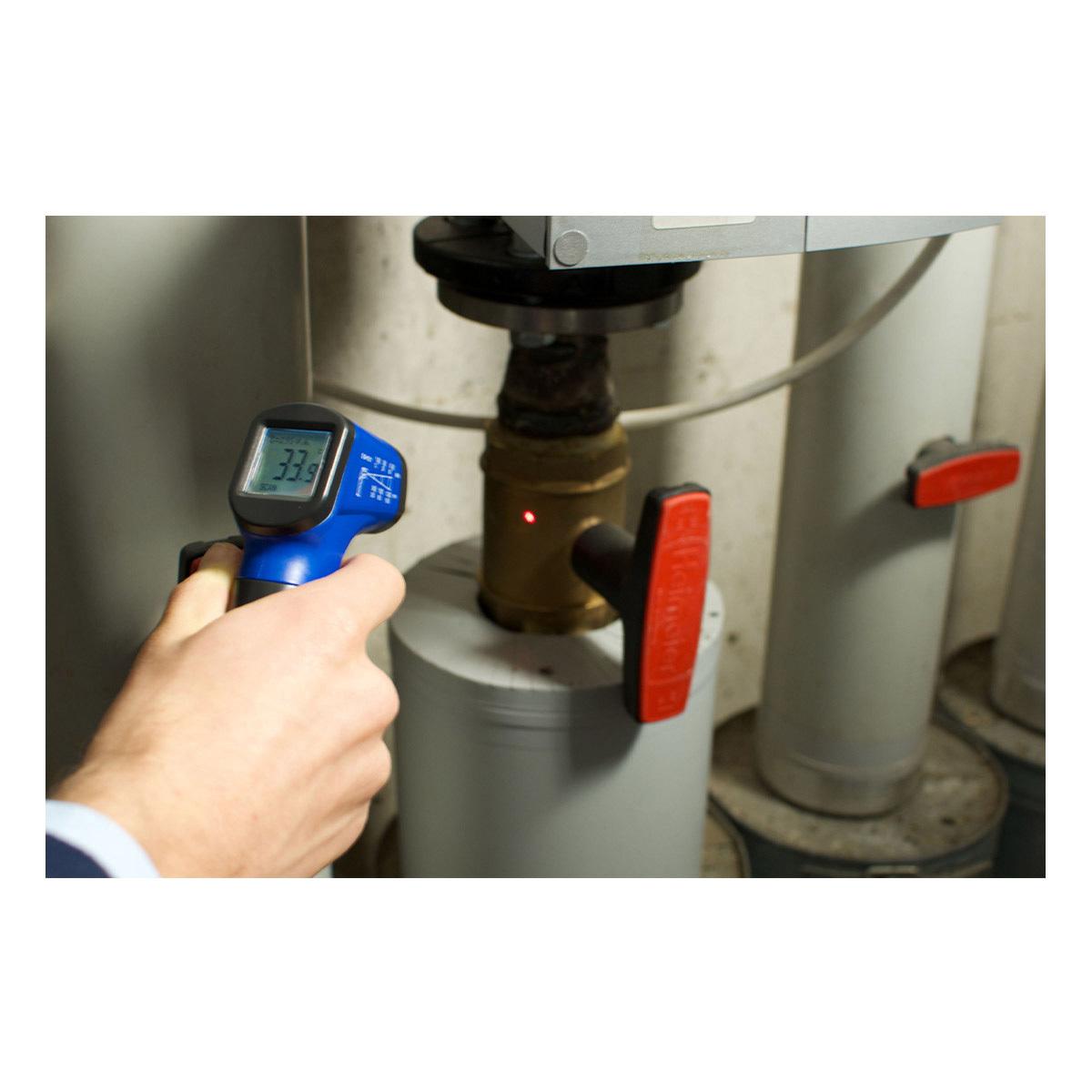 31-1134-06-infrarot-thermometer-scantemp-330-anwendung3-1200x1200px.jpg