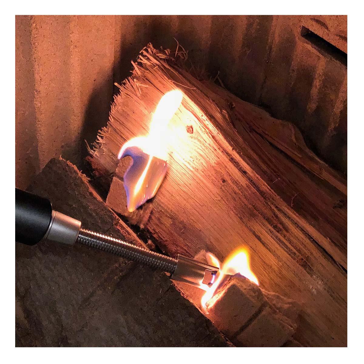 98-1118-01-elektronisches-lichtbogen-stabfeuerzeug-mit-flexiblem-hals-anwendung1-1200x1200px.jpg