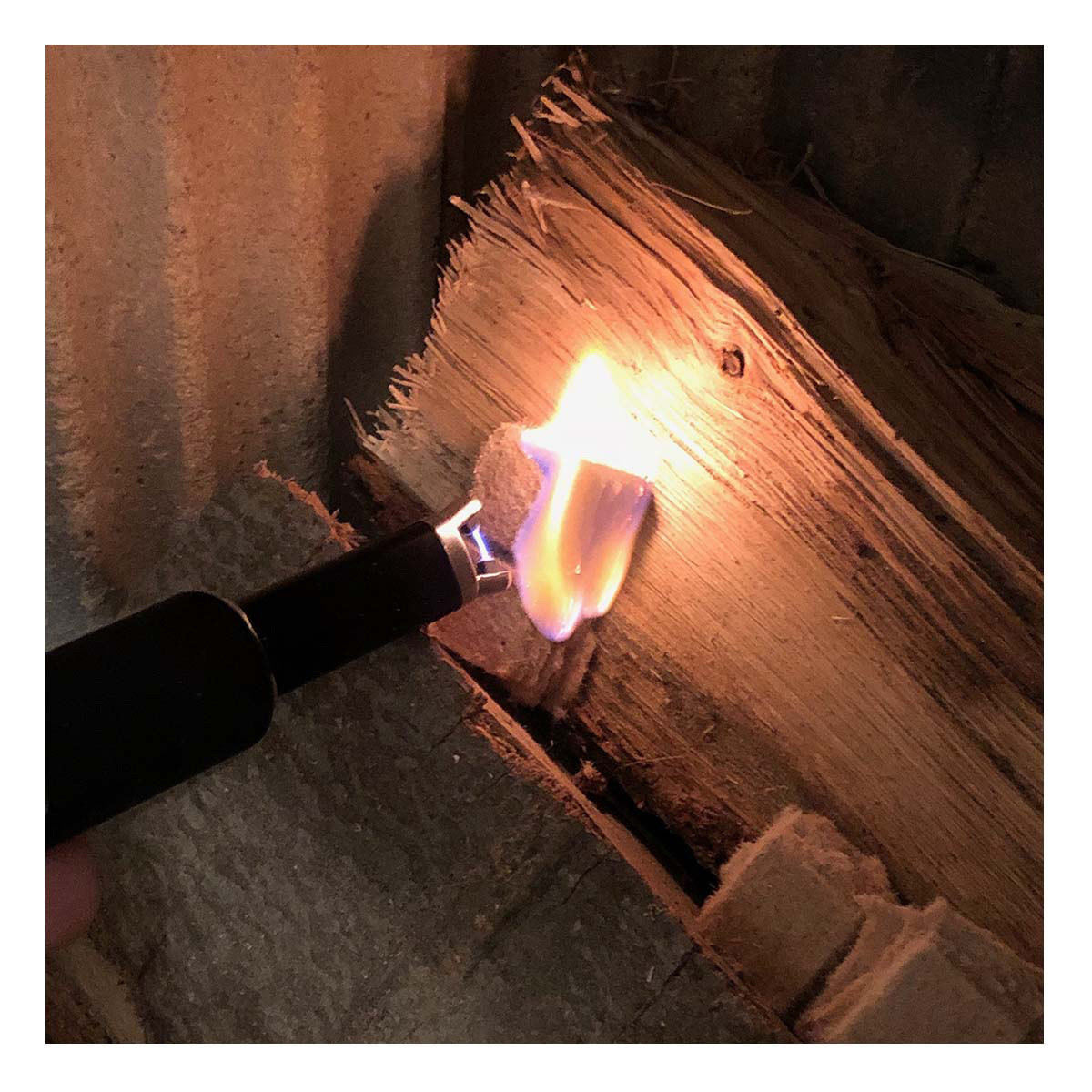 98-1119-01-elektronisches-lichtbogen-stabfeuerzeug-anwendung1-1200x1200px.jpg
