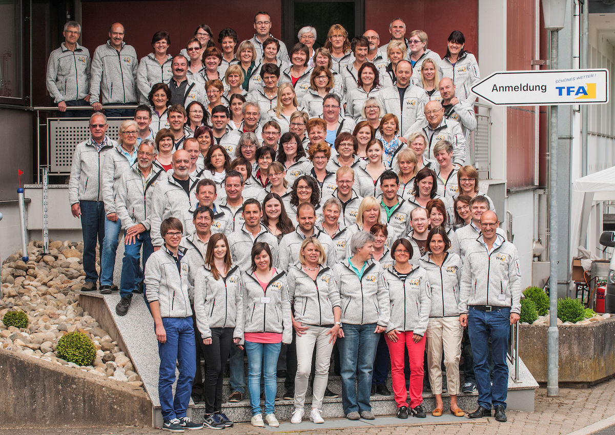 Gruppenbild TFA Mitarbeiter  zum Jubiläum 50 Jahre TFA