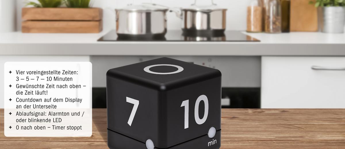 Küchentimer CUBE Timer von TFA Dostmann mit Information zu den Eigenschaften. Produkt ist in einer Kühe platziert.