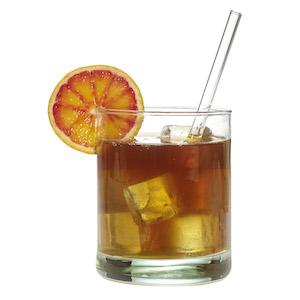 Trinkglas gefüllt mit Limonade, Eiswürfeln und einem Trinkhalm aus Glas von TFA Dostmann GlasWerk