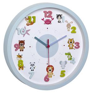 Wanduhr für Kinder von TFA Dostmann mit kleinen Tieren auf dem Ziffernblatt